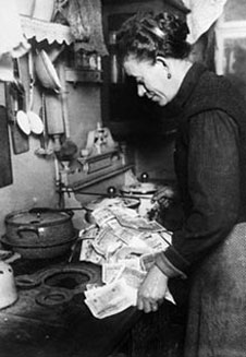 hyperinflation-burning-money